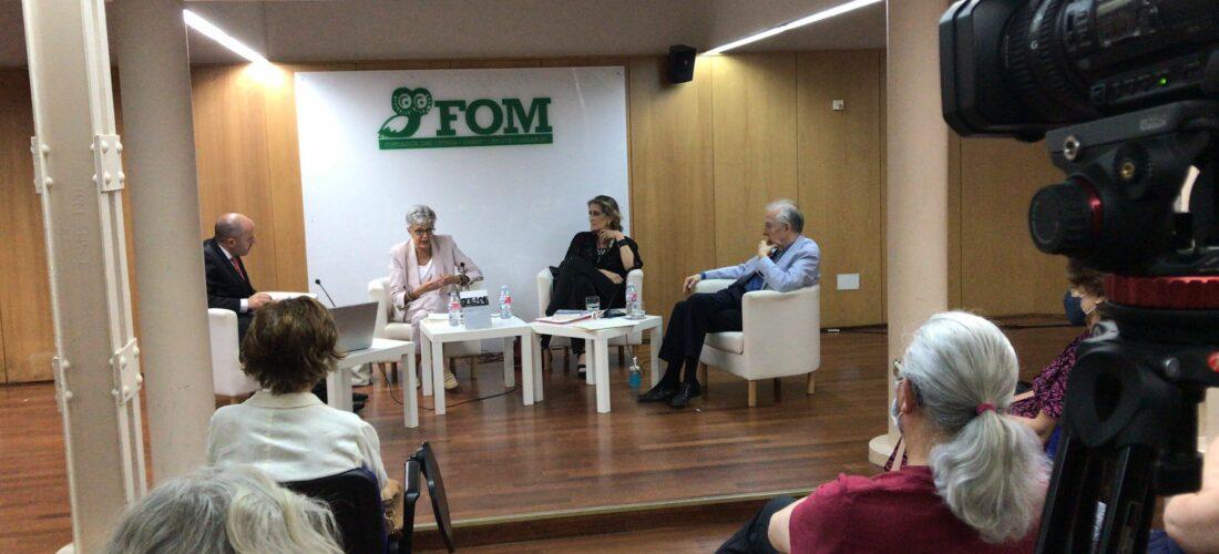 La prestigiosa historiadora Anna Caballé participó en el Seminario Permanente de Biografía e Historia del IUIOG